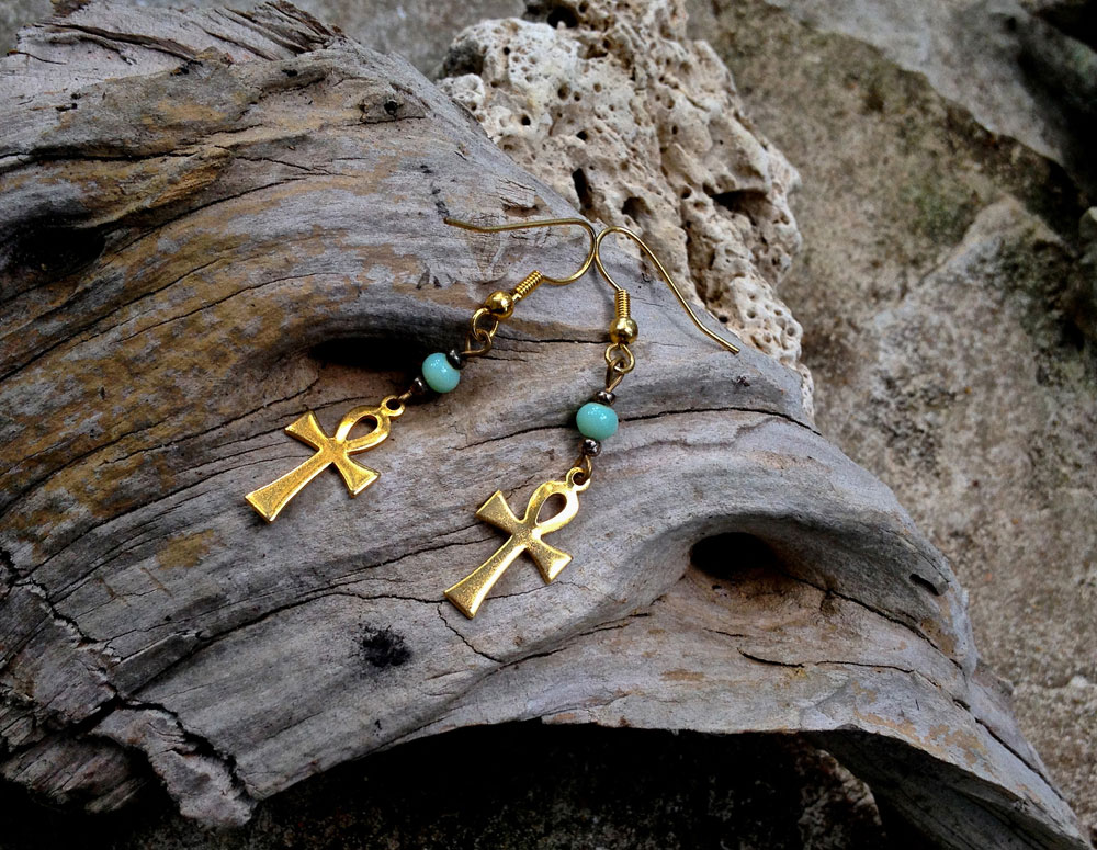 17 4 A 1960s Gl Gold Ankh Earrings